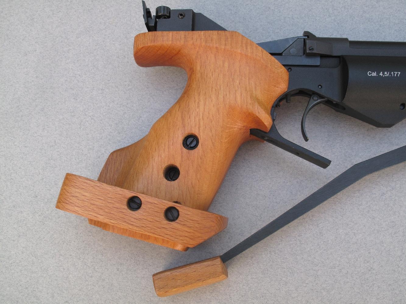 Ce pistolet, qui est muni d'une poignée anatomique avec repose-paume réglable, est proposé en deux versions pour s'adapter aux utilisateurs droitiers et gauchers.