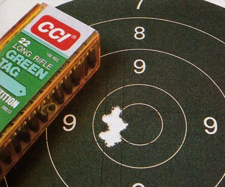 Mieux qu'un long discours : notre groupement de 10 coups tirés sur appui à 50 mètres avec les cartouches CCI Green Tag Competition est tout à fait convainquant !