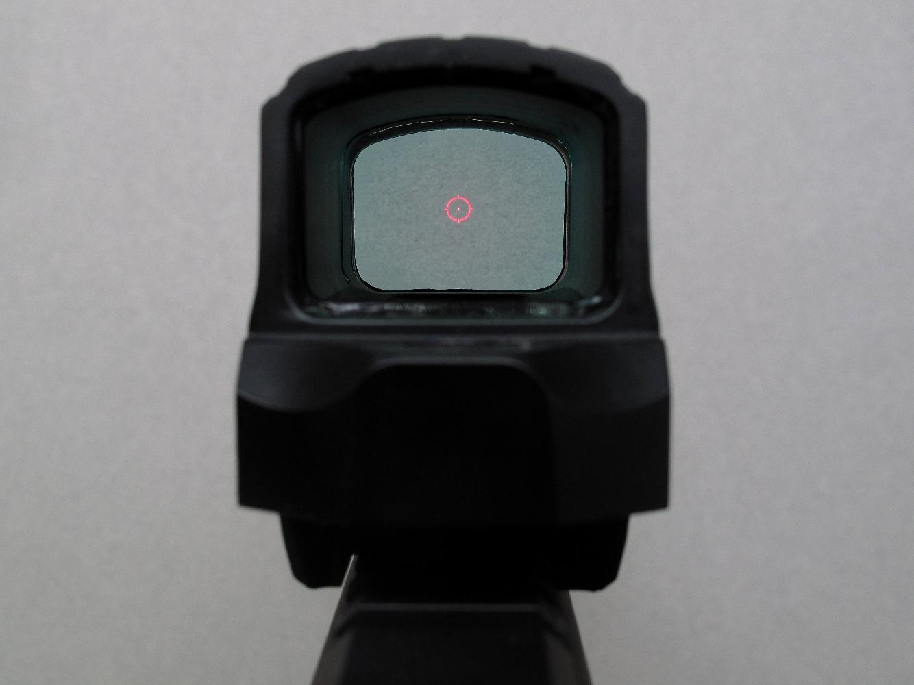 Le réticule lumineux se compose d'un point rouge de 2 MOA entouré par un cercle de 65 MOA.