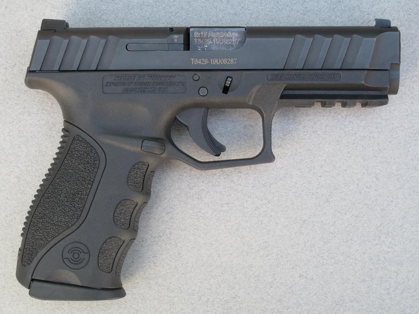 Si le fabricant a soigné la conception graphique de ce pistolet semi-automatique, il semble s'être contenté, sur le plan fonctionnel, de copier scrupuleusement le mécanisme du Glock.