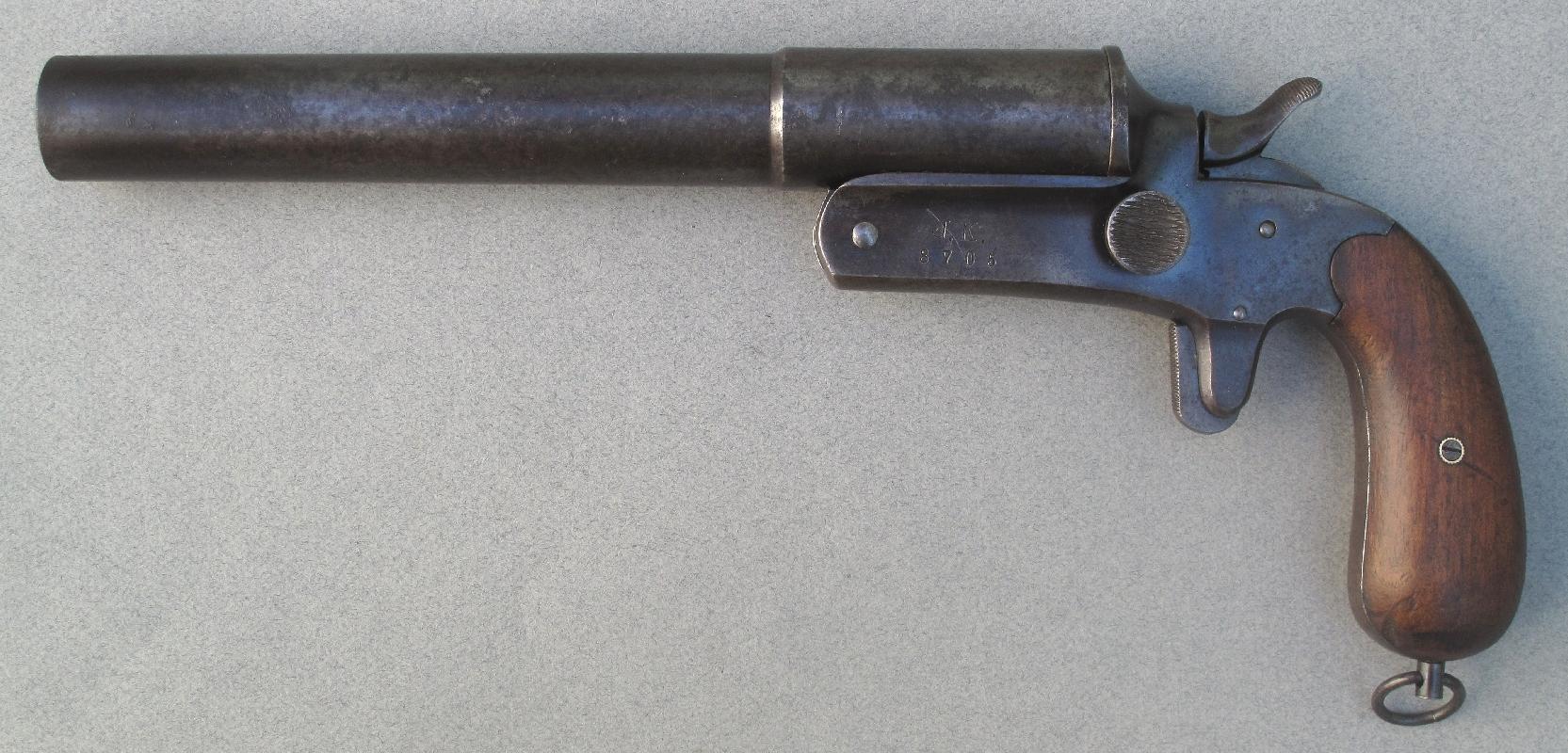 Le pistolet signaleur allemand modèle Druckknopf bénéficie d'une conception plus simple permettant d'abaisser les coûts de production.