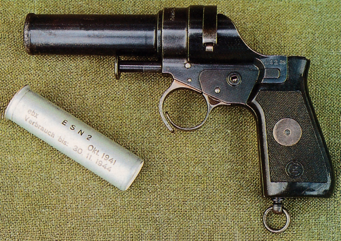 Version à poignée en bakélite dont les flancs sont quadrillés, du modèle fabriqué à partir de 1939.