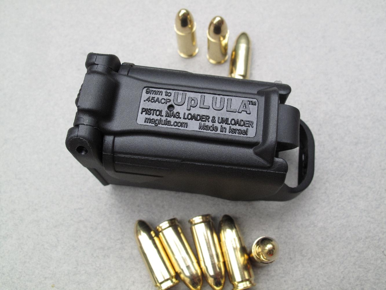 Cet outil d'aide au chargement est à la fois robuste et léger grâce à sa fabrication en polymère à haute résistance.