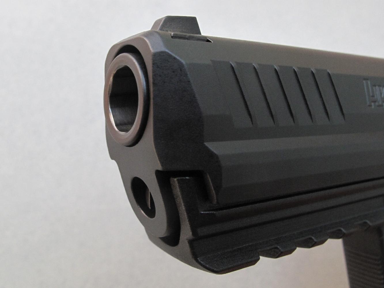 Cette vue permet d'observer les rayures hexagonales à travers la bouche du canon.