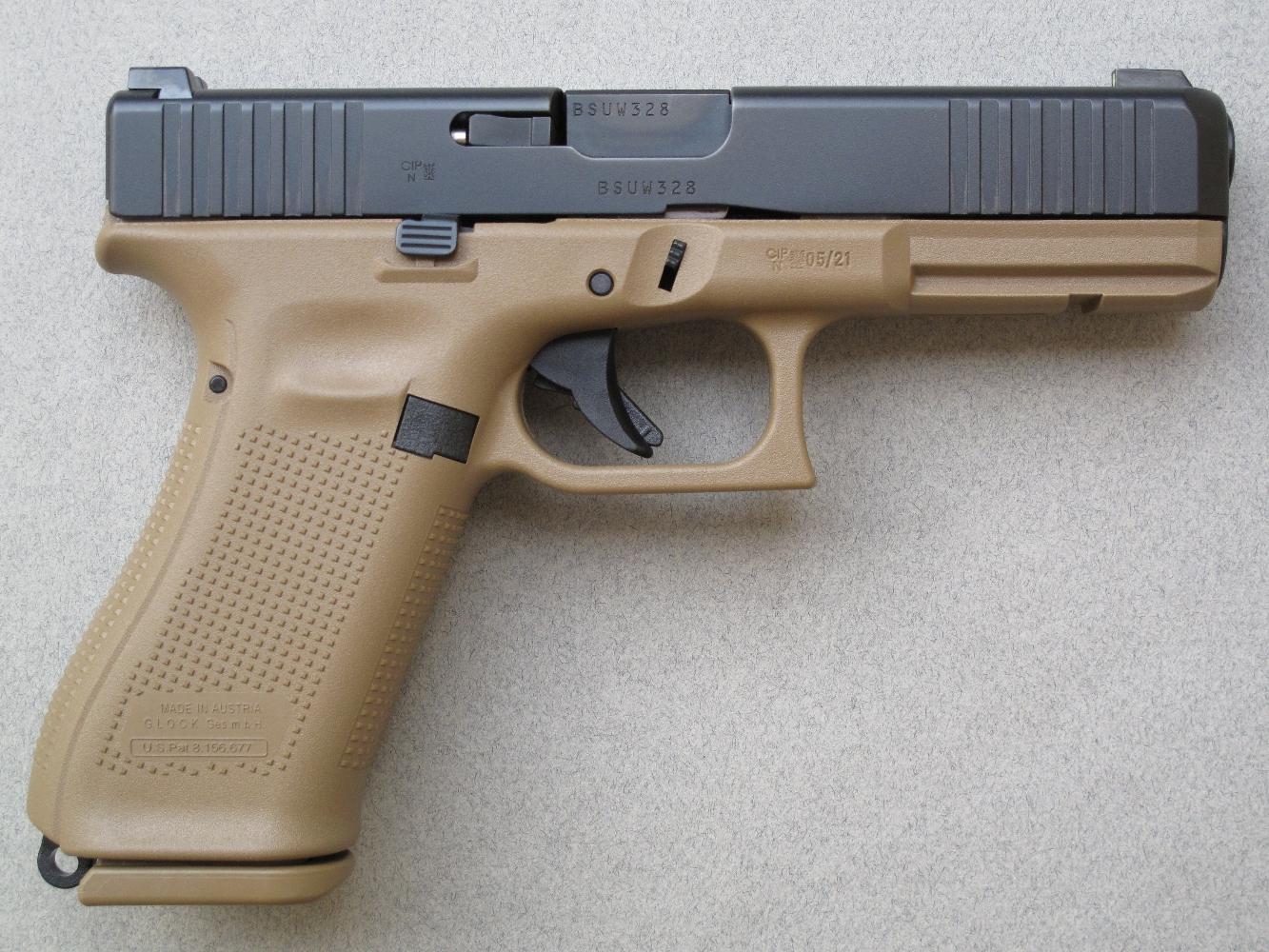 La platine Safe Action, particulière aux pistolets Glock, est ici en position de tir (percuteur partiellement armé), comme l'atteste la position avancée de la queue de détente.