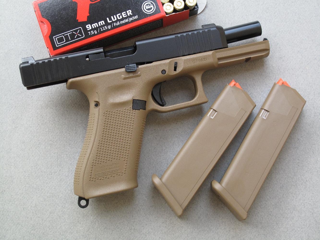 On notera que ce Glock 17 Gen5 est équipé d'un arrêtoir de culasse ambidextre, le poussoir de déverrouillage du chargeur étant quant à lui simplement réversible.