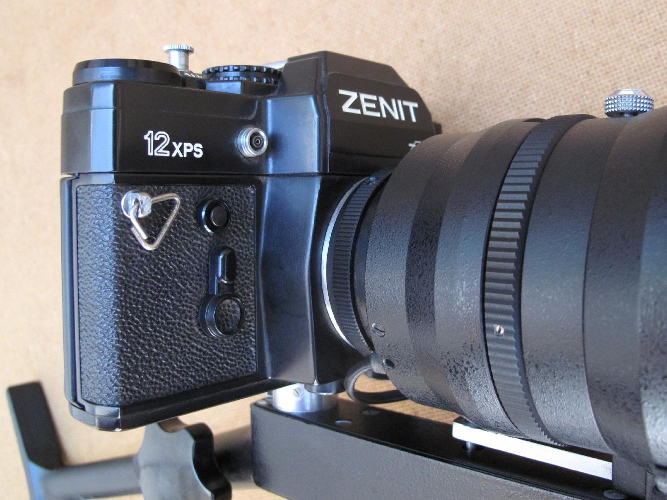 Lancé en 1982, le Zenit 12 XP constitue le modèle le plus évolué de la marque Zenit. Le 12 XPS est la version modifiée, spécialement conçue pour le Photosnaiper 12.